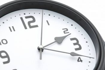 ランチデートが終わった後の時間をイメージした時計の画像。