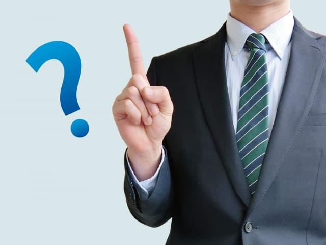 結婚したい男性が選ぶ男性がどんな男性か、疑問に答えるポーズ。結婚相手に選ぶ男性像を説明しようとしている。