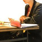 学校や職場での立ち位置で彼女の恋愛的性格診断