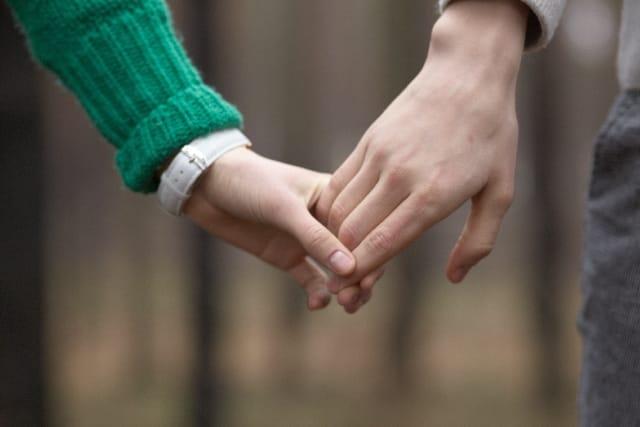 1回目のデートから2回目のデートにつなげるコツをイメージしたカップルの画像。