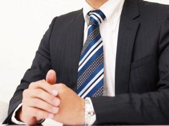 モテない男性が身に着けたい「スマートな男性」に見られる男性のイメージ画像。