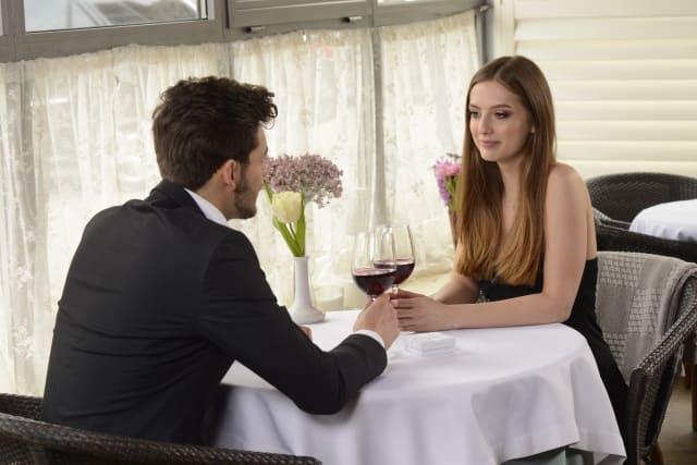好きな人との会話が盛り上がらない盛り上げ方が分からない男性と女性
