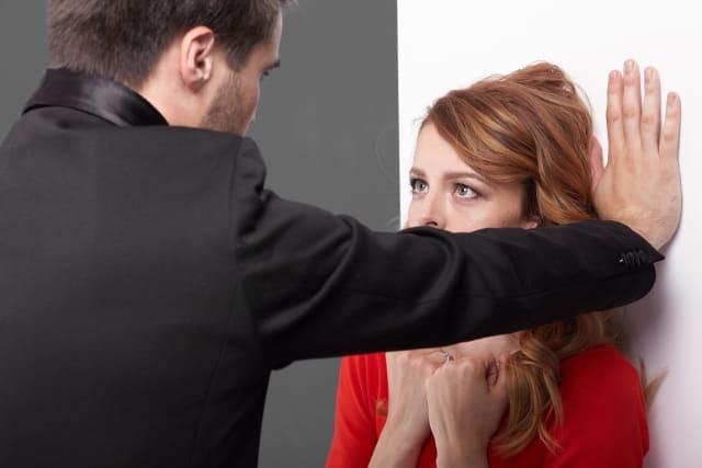 好きな人に嫉妬されたい女性が「男性に嫉妬させる方法」に成功した様子