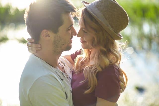 キスしても何も感じなくなった彼氏と冷めたことを心配する彼女