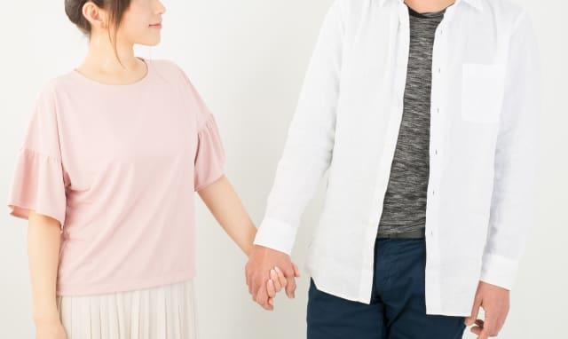 手汗でデート中の緊張に気づいた女性