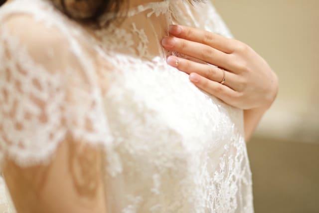 結婚したい女性が結婚したくない女性の気持ちを考えているところ