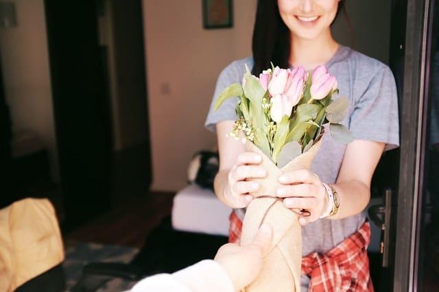 恋愛のトラウマを癒してくれる人と出会った女性
