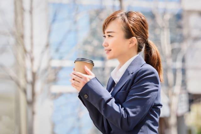 男性が応援したくなる女性である「仕事に一生懸命で健気な女性」