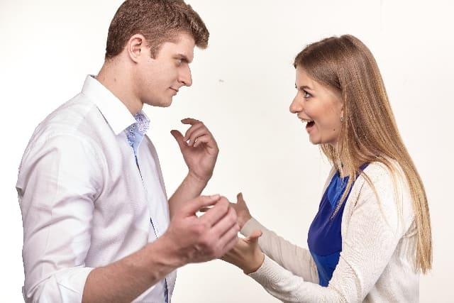男性と女性の浮気に対する考え方の違いをイメージした画像