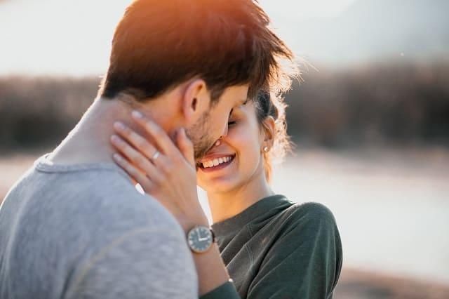 B型女性に効果的なアプローチの仕方をする男性
