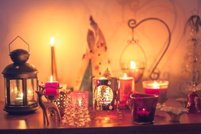 クリスマスイブにお泊りデートをして、クリスマス当日も一緒にいるカップル