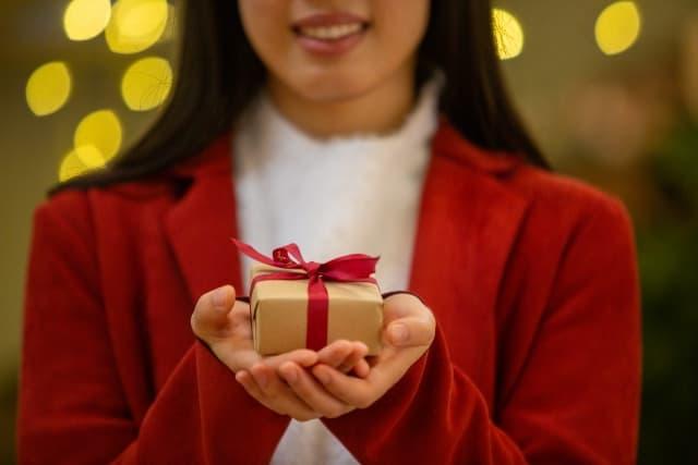 クリスマスプレゼントを渡すタイミングを源泉して最適な雰囲気で渡せた彼女