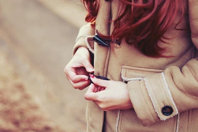 友達を好きになったかもしれないと思う女性が男友達を意識してしまう時の態度