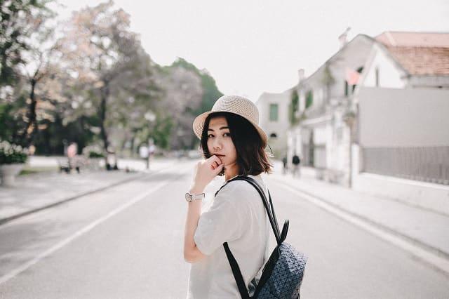 嫉妬の表現方法に問題があって友達止まりで終わる女性。