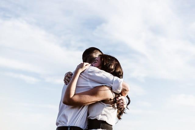 モトカノを忘れるために他の女性と付き合う男性。心の傷をいやすためだが、彼女の気持ちを心配している。