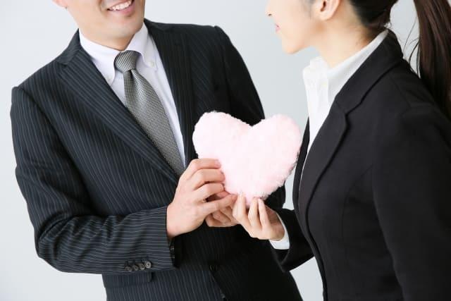 社内恋愛の脈ありと脈なしの違いを見抜く女性