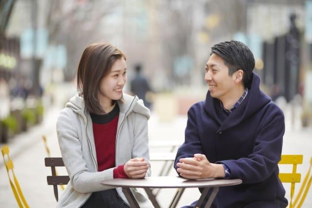 好きな人に好きな人いるか聞かれた女性が、答え方や反応に困る様子