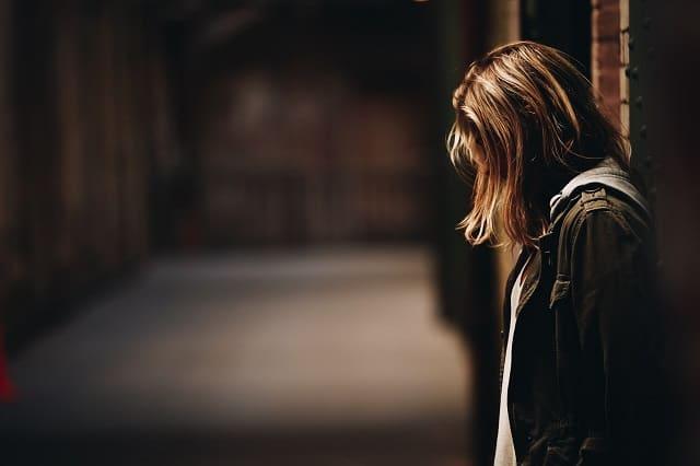 片思いの好きな人に会えない時の問題点と向き合う女性