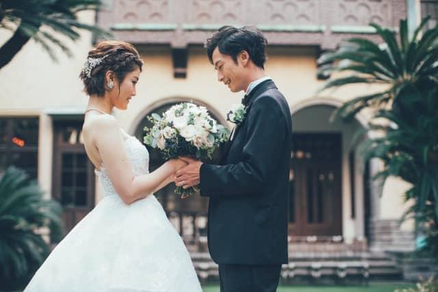 周りから反対される恋愛から幸せになれた人の結婚式の風景